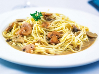 Noodles with funghi