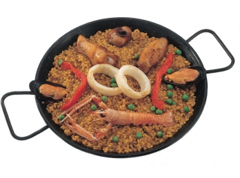 Meat and seafood spanish paella